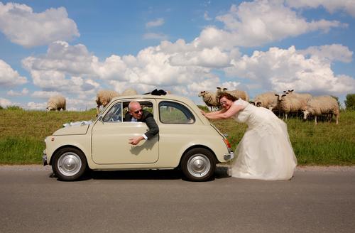 you drive me crazy Ausflug Sommer Hochzeit Frau Erwachsene Mann Partner 2 Mensch Natur Landschaft Himmel Wolken Schönes Wetter Autofahren Straße Wege & Pfade