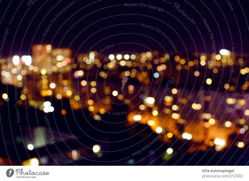 citylights Häusliches Leben Nachtleben Hauptstadt Skyline Stadt mehrfarbig Lichtpunkt Unschärfe Nachtaufnahme Langzeitbelichtung Wohngebiet Farbfoto