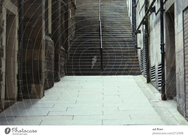 treppe Edinburgh Stadt Altstadt Menschenleer Haus Mauer Wand Treppe Wege & Pfade alt ästhetisch elegant Ferne Unendlichkeit Farbfoto Außenaufnahme