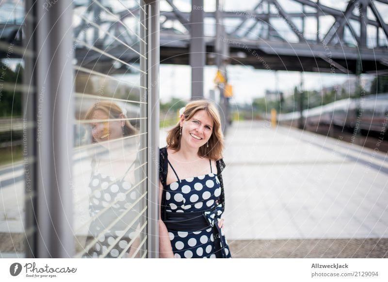 Girl & Dots 1 Mensch Frau Jugendliche Junge Frau 18-30 Jahre Erwachsene feminin Berlin Fröhlichkeit Lebensfreude Brücke Kleid Hauptstadt Stadtzentrum