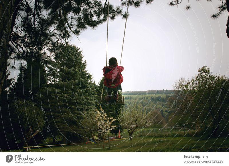 himmel schaukel Garten Kind Kindheit 1 Mensch Natur Frühling Sommer Schaukel Kletterbaum schaukeln toben frei Unendlichkeit kalt klein Lebensfreude