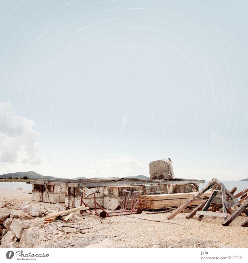 Schaffe schaffe Schiffle baue Arbeitsplatz Handwerk Landschaft Himmel Hügel Küste Meer Kroatien Hafen Schiffsbau Farbfoto Außenaufnahme Menschenleer