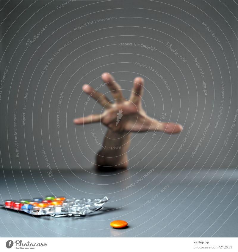 zu risiken und nebenwirkungen Süßwaren Schokolade Ernährung Mensch Hand Finger 1 Appetit & Hunger gefräßig Drogensucht Risiko Tablette tablettensucht Gesundheit