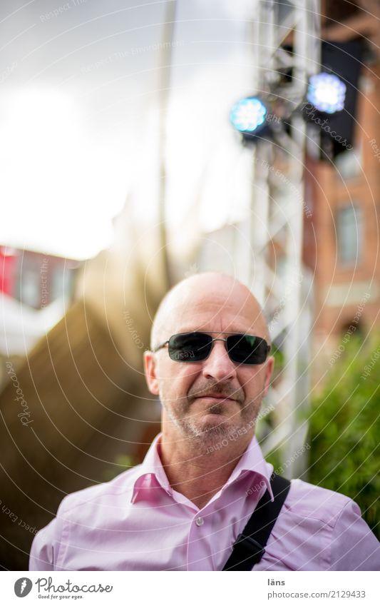 kann losgehen Mann Sonnenbrille Coolness Stadt Porträt