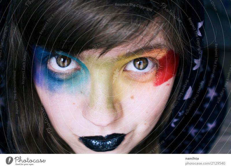 Junge Frau mit Regenbogen bilden exotisch Haut Gesicht Schminke Lippenstift Karneval Mensch feminin Jugendliche 1 18-30 Jahre Erwachsene Kapuze schwarzhaarig