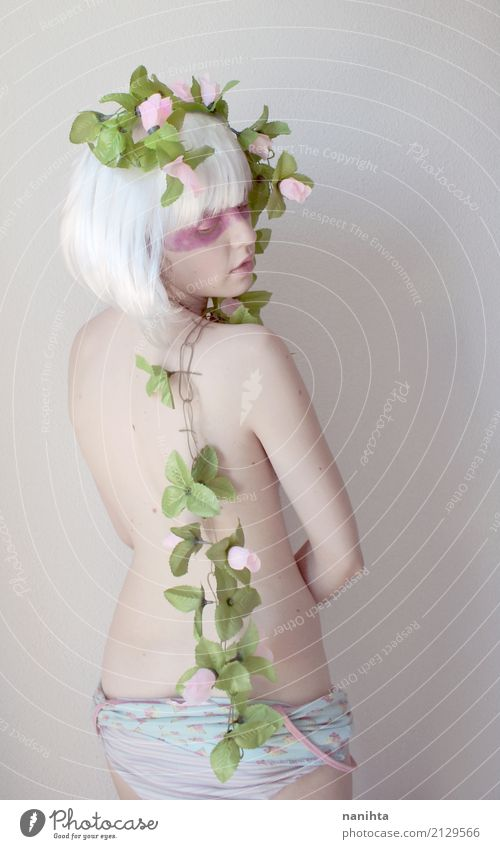 Rückseitige Ansicht eines künstlerischen und Fantasieportraits Mensch Natur Jugendliche nackt Junge Frau schön grün Blume Blatt 18-30 Jahre Erwachsene feminin
