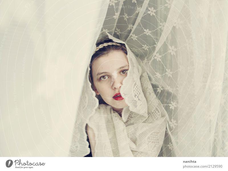 Junge Frau, die einen weichen Schleier trägt elegant Stil schön Mensch feminin Jugendliche 1 18-30 Jahre Erwachsene Kunst Künstler Kunstwerk Mode Stoff Zopf