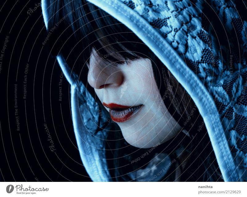 Junge und mysteriöse Frau Gesicht Lippenstift Halloween Mensch feminin Junge Frau Jugendliche 1 18-30 Jahre Erwachsene Kopftuch schwarzhaarig dunkel gruselig