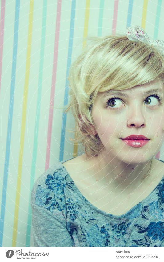 Buntes Portrait einer jungen blonden Frau Stil schön Haare & Frisuren Schminke Mensch feminin Junge Frau Jugendliche 1 18-30 Jahre Erwachsene T-Shirt Haarband