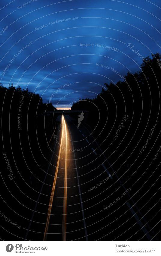 Langzeitauto saarburg Verkehr Straße Fahrzeug PKW fahren leuchten Ferne frei Unendlichkeit blau gelb schwarz Langzeitbelichtung Menschenleer Morgendämmerung