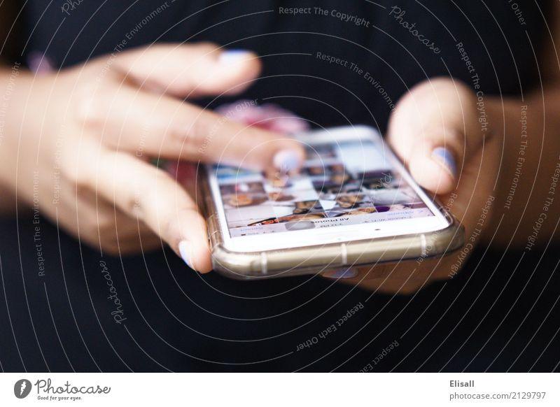 Handy benutzen sprechen Lifestyle Stil Glück Freundschaft Freizeit & Hobby Zufriedenheit Technik & Technologie genießen Idee kaufen bedrohlich Telefon Internet