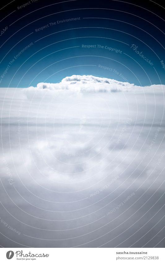 Himmel blau schön Landschaft weiß Erholung Wolken Ferne Berge u. Gebirge Religion & Glaube Freiheit grau fliegen oben träumen frei