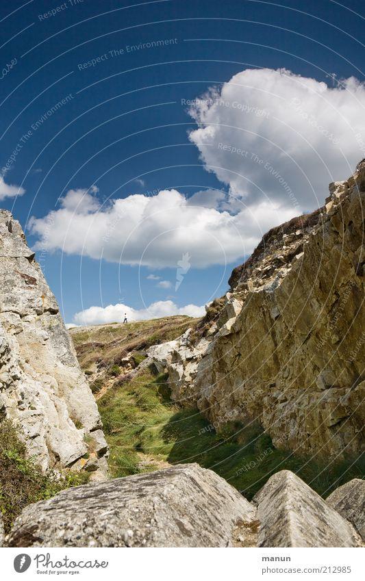 Felsen am Pointe de Menhir Mensch Natur Sommer Ferien & Urlaub & Reisen Meer Ferne Berge u. Gebirge Landschaft Ausflug wandern groß Tourismus Perspektive