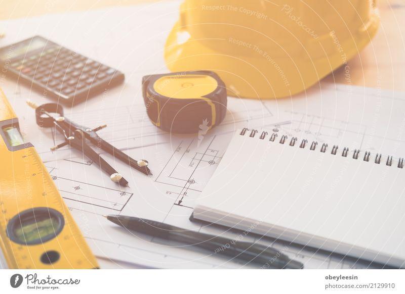Architektur, Konstruktionspläne und Zeichengeräte Mann blau Hand Erwachsene Gebäude Business Design Arbeit & Erwerbstätigkeit Textfreiraum Büro