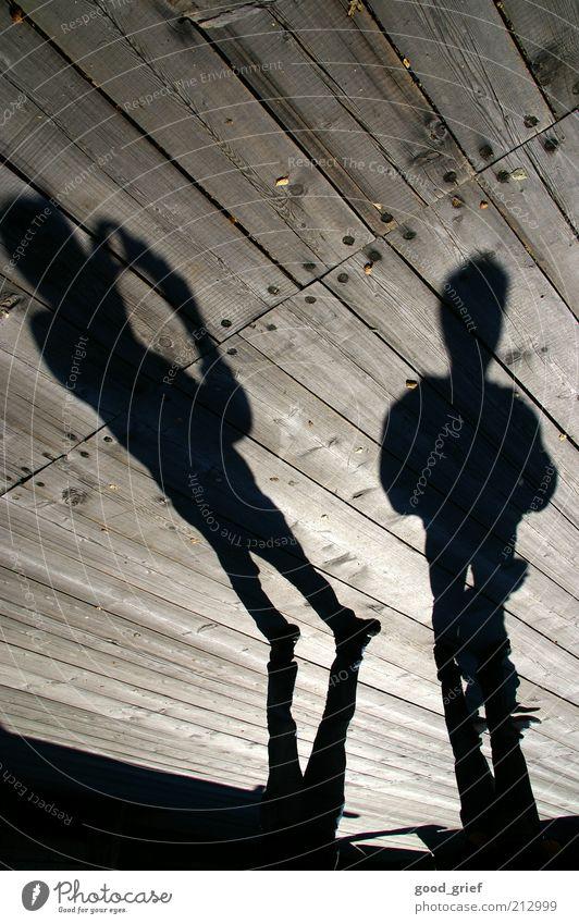 da stehen sie nun ruhig Mensch maskulin Erwachsene 2 warten dünn Bodenbelag Fotografie Fotografieren Außenaufnahme Experiment abstrakt Strukturen & Formen