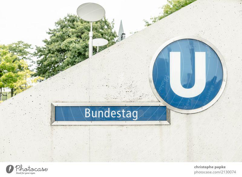 Bundestag unter Stadt Hauptstadt Berlin Deutscher Bundestag U-Bahnstation Schilder & Markierungen Beton Öffentlicher Personennahverkehr Politik & Staat