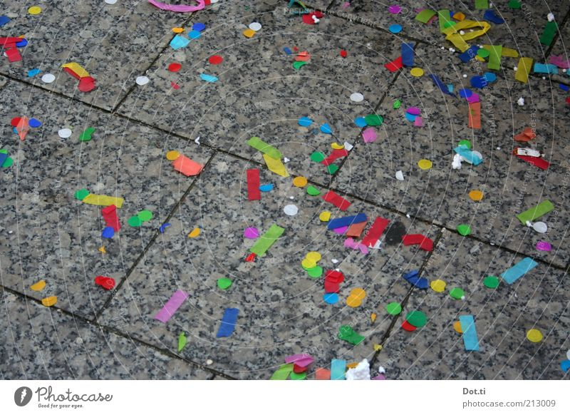 Jedings un Jekros Stein Feste & Feiern Hintergrundbild Papier Bodenbelag Silvester u. Neujahr Karneval Veranstaltung Bürgersteig chaotisch Rest mehrfarbig Fuge