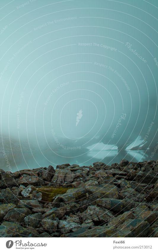 hinterm Nebel befindet sich das Ziel Natur Wasser grün blau Sommer Ferien & Urlaub & Reisen Einsamkeit Erholung Berge u. Gebirge Gefühle Landschaft Umwelt Stein braun Nebel Felsen