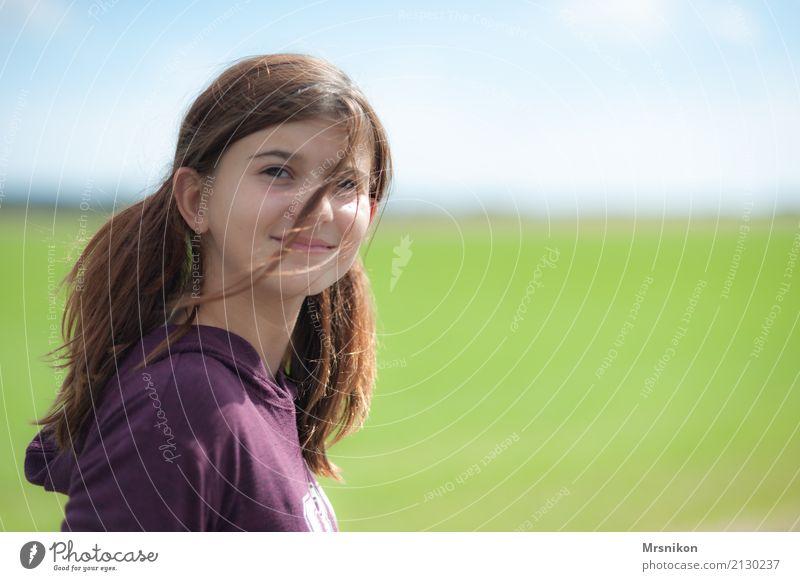 Girl Freude Glück Ferien & Urlaub & Reisen Abenteuer feminin Kind Jugendliche Leben 1 Mensch 13-18 Jahre beobachten Lächeln lachen Blick stehen authentisch