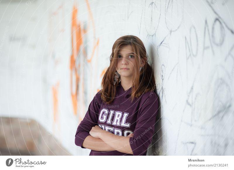 Girl Schüler Berufsausbildung Mensch feminin Mädchen Jugendliche Leben 1 13-18 Jahre Jugendkultur beobachten Blick träumen warten Junge Frau verschränkt