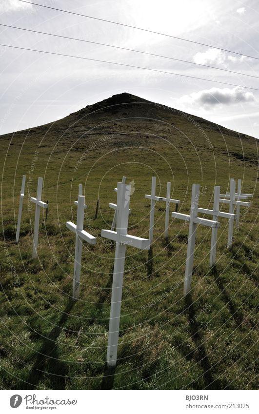 Stille | Iceland Himmel weiß grün Wolken Wiese Gefühle Tod Gras grau Traurigkeit Stimmung Religion & Glaube Trauer trist Vergänglichkeit Hügel