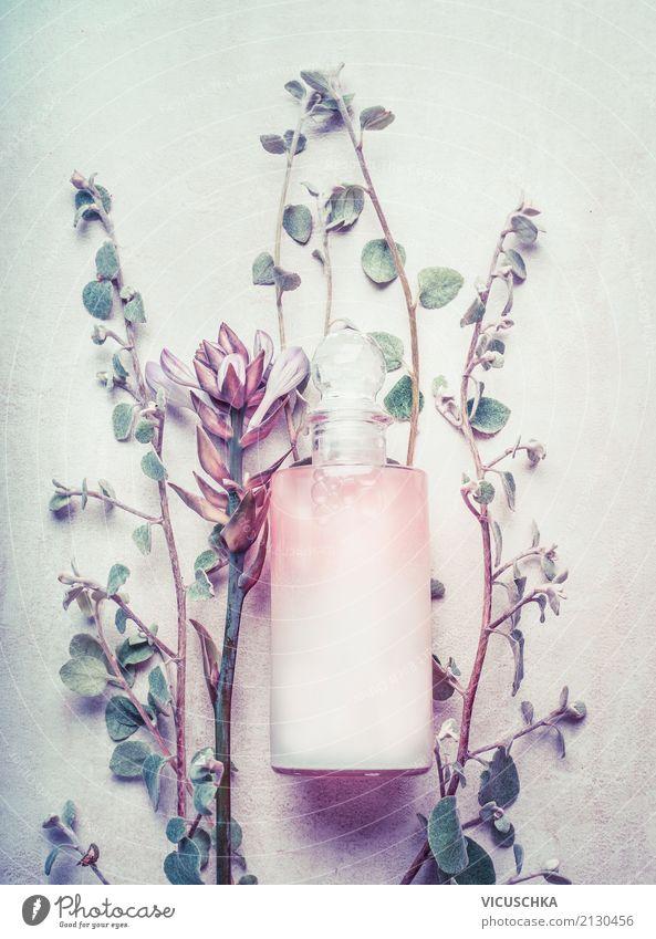 Naturkosmetik in der Flasche mit Kräutern und Blumen Pflanze schön Blatt Leben Lifestyle Blüte Gesundheit Stil rosa Design Kräuter & Gewürze Wellness
