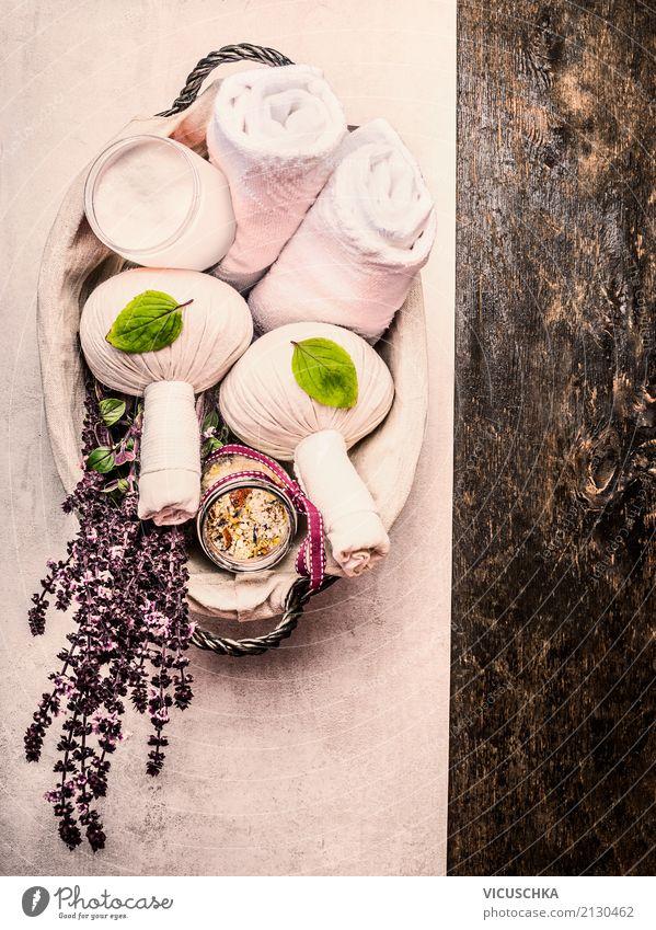 Spa und Massage Zubehör mit frischen Kräutern Stil Design schön Körperpflege Gesundheit Wellness Leben Erholung Duft Kur Pflanze Naturkosmetik Kräuter & Gewürze