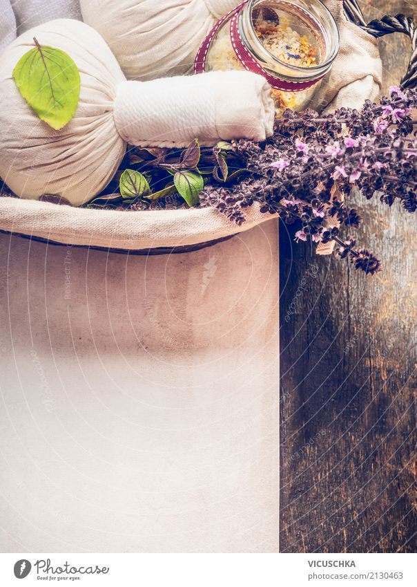 Spa Hintergrund mit Massage Balls und frische Kräuter Natur Pflanze schön Leben Lifestyle Gesundheit Hintergrundbild Stil Design Kräuter & Gewürze Wellness