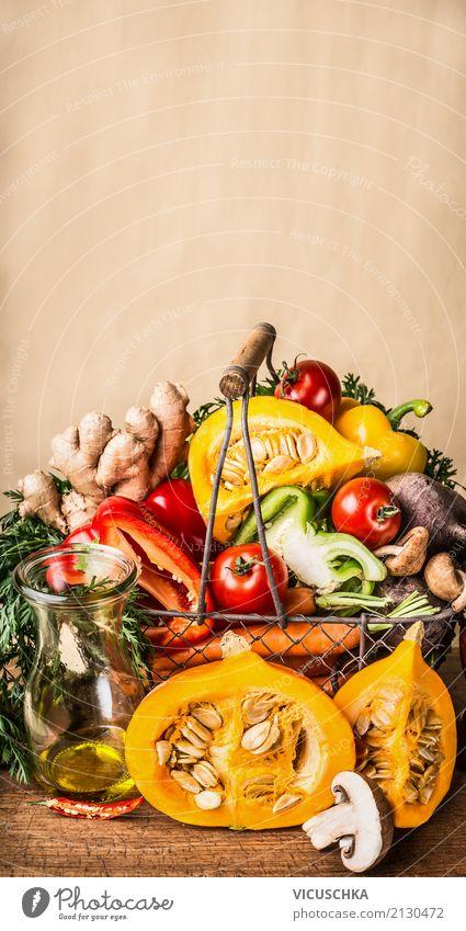 Korb mit saisonale Ernte Gemüse und Kürbis Gesunde Ernährung Leben gelb Wand Herbst Gesundheit Stil Mauer Lebensmittel Design Tisch kaufen Kräuter & Gewürze