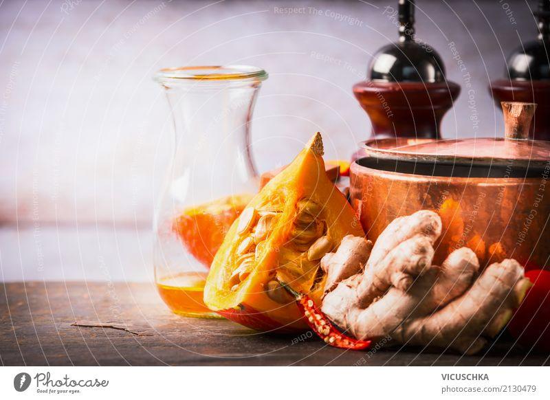 Kürbis auf Küchentisch mit Kochtopf, Öl und Ingwer Lebensmittel Gemüse Kräuter & Gewürze Ernährung Bioprodukte Vegetarische Ernährung Diät Geschirr Topf Stil