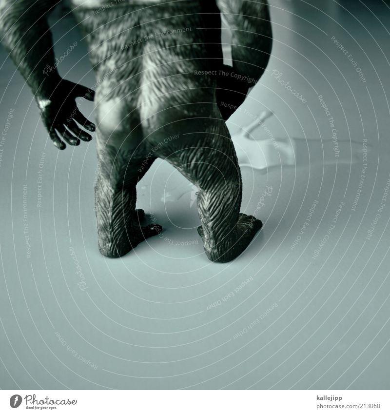 dunkle geschäfte machen Tier 1 stehen Affen Gorilla King Kong urinieren Urin Gesäß Hand Schweinerei Stuhlgang Humor Spielzeug Statue Fell schwarz Wasser