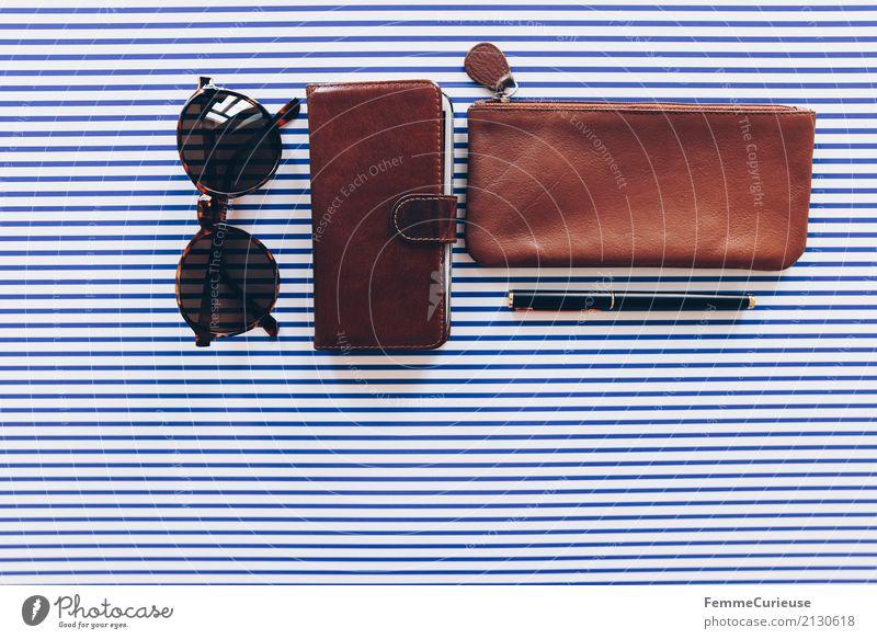 Super Still Life (01) Papier elegant Leder Ledertasche Handytasche Sonnenbrille Schreibstift Füllfederhalter Kugelschreiber edel braun gestreift Design Streifen