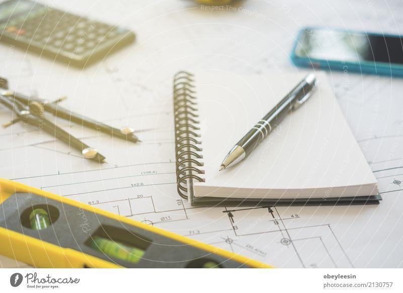 Architektur, Konstruktionspläne und Zeichengeräte Mann blau Erwachsene Gebäude Business Design Arbeit & Erwerbstätigkeit Textfreiraum Büro Technik & Technologie