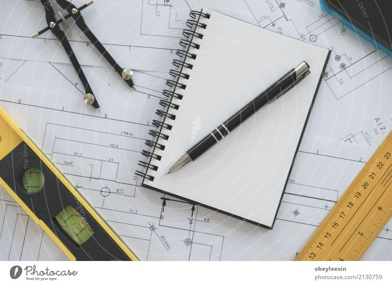 Architektur, Konstruktionspläne und Zeichengeräte Design Schreibtisch Arbeit & Erwerbstätigkeit Beruf Büro Business Sitzung Technik & Technologie Mann