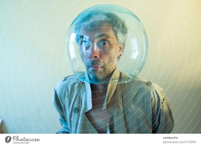 Sich nicht vorstellen und absondern Mann Erwachsene Gesicht Auge Kopf lustig Glas maskulin Maske tauchen skurril Blase Wissenschaftler 45-60 Jahre Aquarium