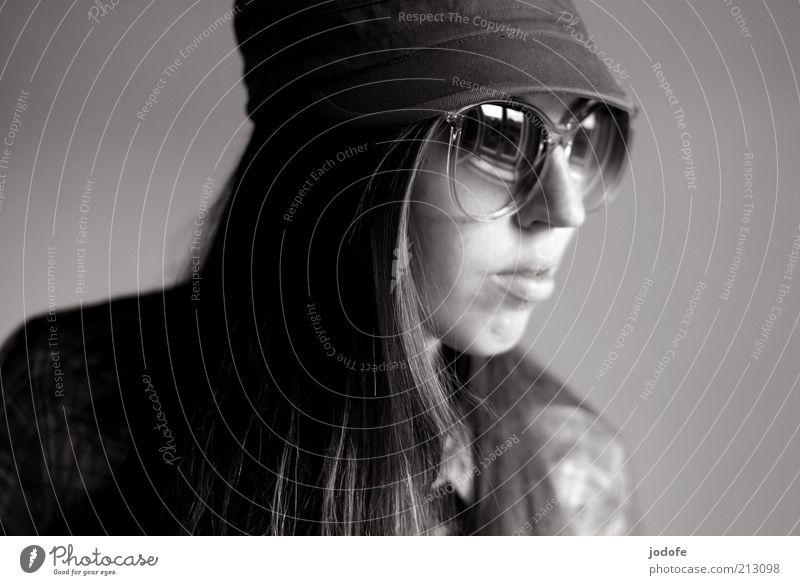 Retro Mensch feminin Junge Frau Jugendliche Erwachsene Kopf 1 18-30 Jahre Brille Sonnenbrille Mütze brünett langhaarig retro Coolness Schwarzweißfoto