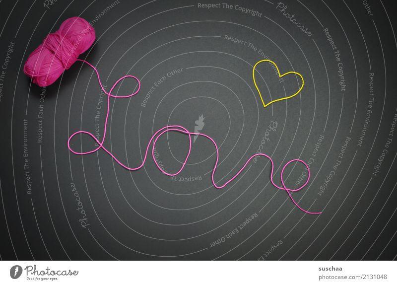 love ° Wolle Wollknäuel wollfaden Wort schrift Handschrift Buchstaben Liebe Herz Symbole & Metaphern liebessymbol Liebesbekundung Hintergrund neutral rosa gelb