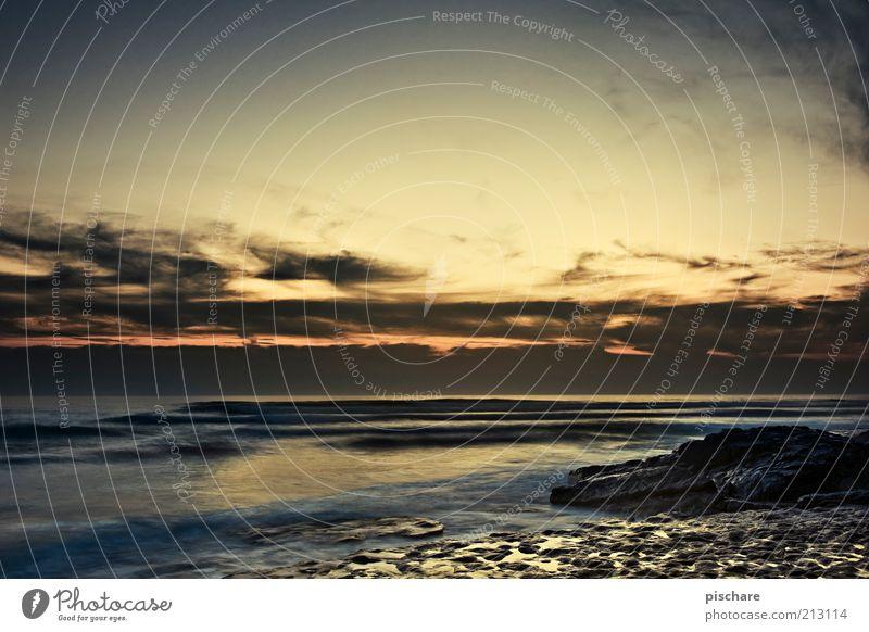 golden hour Himmel Natur Sommer Strand Meer Wolken Freiheit Wärme Küste Wellen gold Felsen ästhetisch Lebensfreude exotisch Freude
