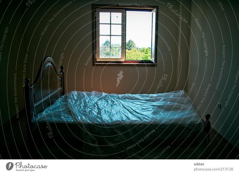 blau dunkel Fenster Freiheit schlafen neu Bett Frieden Dorf Kunststoff heimwärts Schlafzimmer ruhen Raum Unbewohnt