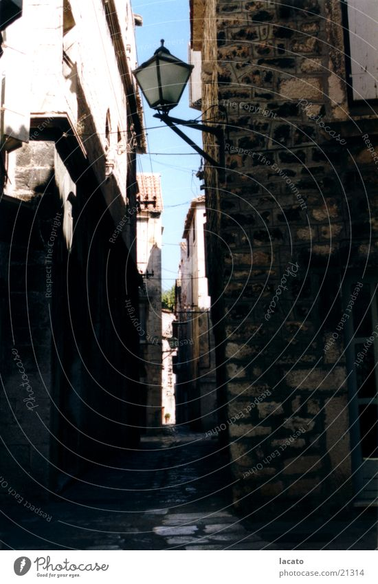 die dunkle Gasse Gebäude Stimmung Architektur Laterne Gasse Kroatien