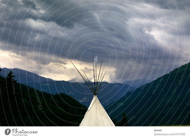 Tipi Natur Himmel Ferien & Urlaub & Reisen Wolken Wald dunkel Berge u. Gebirge Landschaft Abenteuer bedrohlich Camping schlechtes Wetter Zeltlager Himmelszelt Wolkenhimmel Wolkendecke