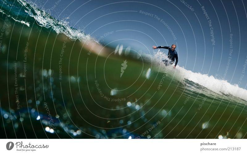Haiperspektive IV Mann Wasser Meer blau Sommer Freude Sport Wellen Gesundheit Erwachsene Lifestyle ästhetisch Coolness Freizeit & Hobby außergewöhnlich Leidenschaft