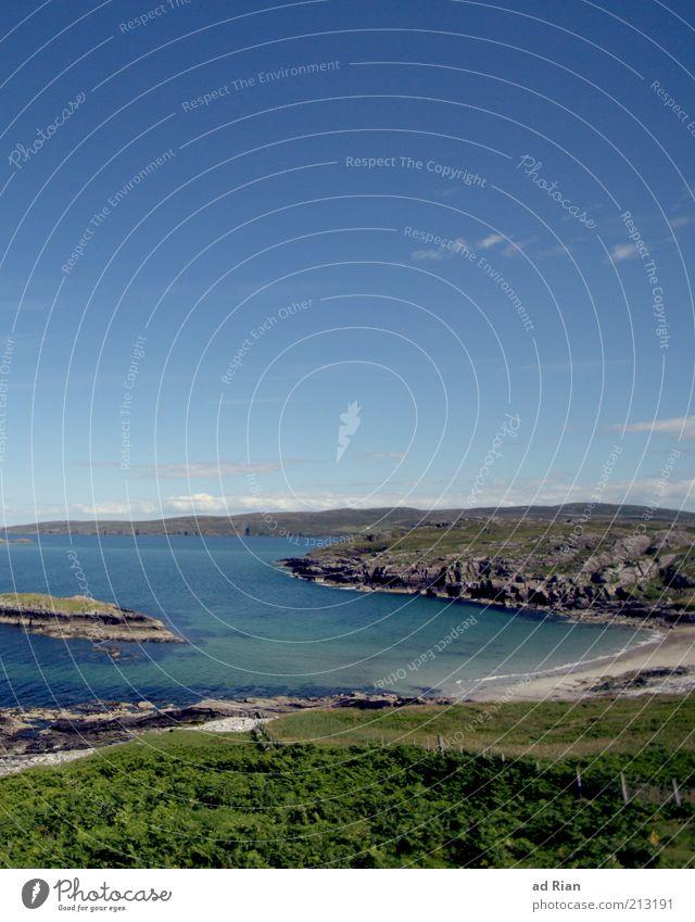 schöne Aussichten Landschaft Wasser Horizont Hügel Felsen Bucht Meer Zufriedenheit Farbfoto Klippe Blauer Himmel Textfreiraum oben Felsküste Panorama (Aussicht)