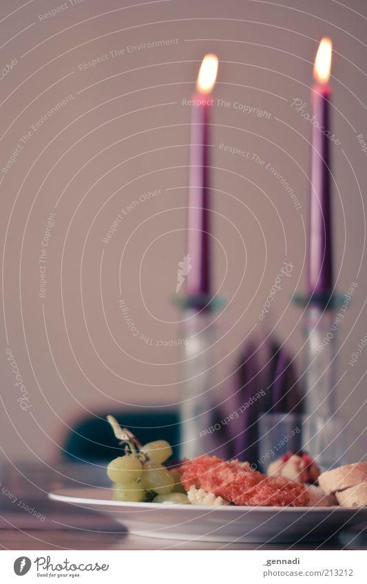 Candlelight Dinner for 111 People Lebensmittel Ernährung Romantik Kerze violett Teller Duft Fleisch Bildausschnitt Festessen Anschnitt Geschirr Originalität Reis Weintrauben Kerzenschein