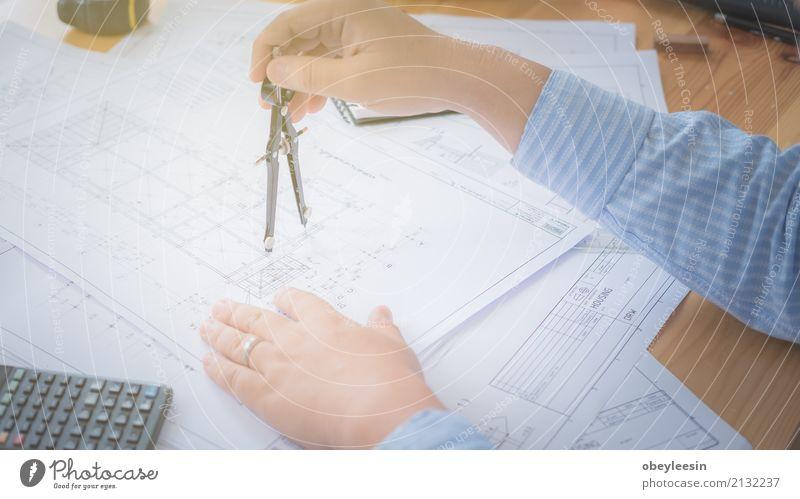 Architektur, Konstruktionspläne und Zeichengeräte Mensch Mann blau Hand Erwachsene Gebäude Business Design Arbeit & Erwerbstätigkeit Textfreiraum Büro