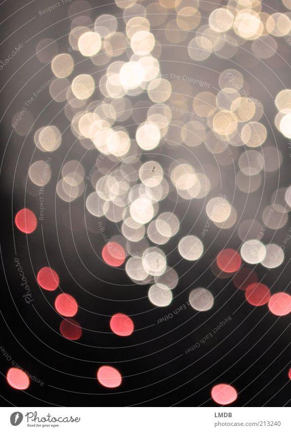 Glitzerregen rot schwarz weiß glänzend Punkt gepunktet Farbfoto Experiment Menschenleer Textfreiraum oben Nacht Licht Lichterscheinung Unschärfe Blendenfleck