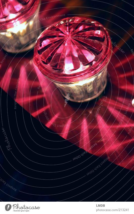 Lampen-Parade 1 schwarz Beleuchtung glänzend rosa rund violett Dekoration & Verzierung Jahrmarkt erleuchten Glühbirne Lichtspiel Bildausschnitt Diamant