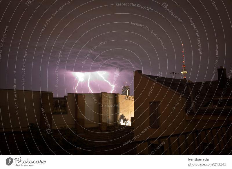 Electric City Himmel Gewitterwolken Nachthimmel Sommer Wetter schlechtes Wetter Unwetter Wind Sturm Blitze Berlin Mitte Deutschland Stadt Hauptstadt