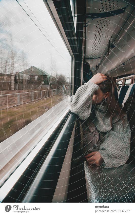 Zugreise Ferien & Urlaub & Reisen ruhig Ferne Lifestyle Herbst Abteilfenster Freizeit & Hobby Ausflug Verkehr Abenteuer Eisenbahn Ziel Personenverkehr Pullover