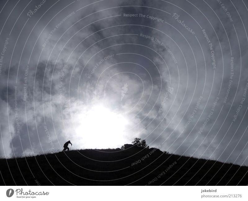 Weg zur Sonne wandern Luft Wolken Hügel Berge u. Gebirge laufen grau Abenteuer anstrengen Bewegung Mobilität Wege & Pfade Bergkamm Gipfel Natur Wanderausflug